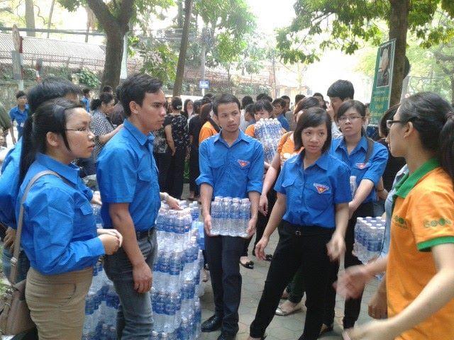 Đoàn viên trường Lê Duẩn phục vụ Quốc tang